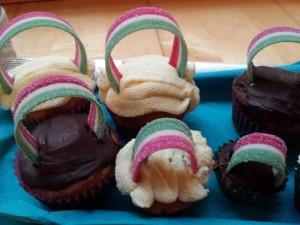 16) Regenbogen Muffins