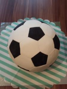 10) Fertiger Fussball