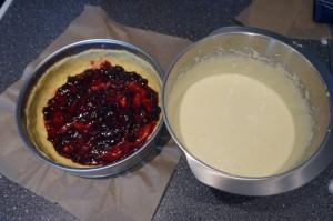 2) Die Marmelade nicht bis zum Rand füllen. Danach die Creme zubereiten