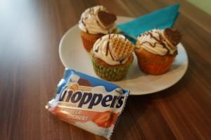 10) Creme zubereiten, Schokolade über die Creme geben und mit einem Herz dekorieren