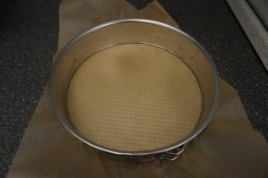 1) Biskuit zubereiten und backen