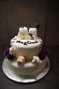 Fertige Torte inklusive der Kinder und dem Hund