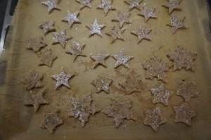 7) Ausgestochene Sterne