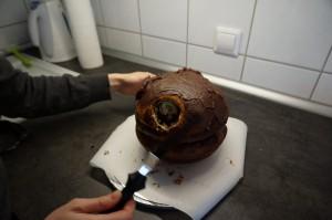 3) Torte mit Ganache einstreichen