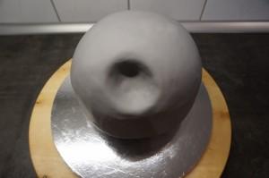 13) Eingedeckte Torte wieder kühlstellen