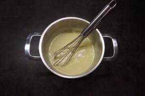 3) Pudding zubereiten und etwas abkühlen lassen