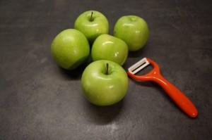 6) Äpfel waschen und schälen