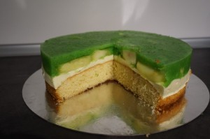 23) Torte angeschnitten