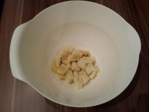 1) Bananen klein schneiden